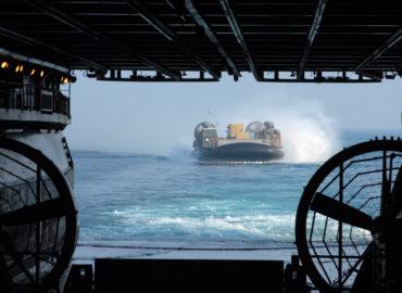 Новая стратегия штурма морского десанта: «Корабли-носители» начинают атаку на малых лодках