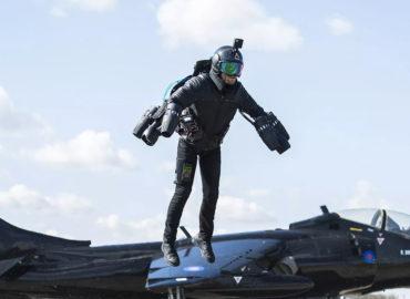 «Рокетмен» над авіаносцем