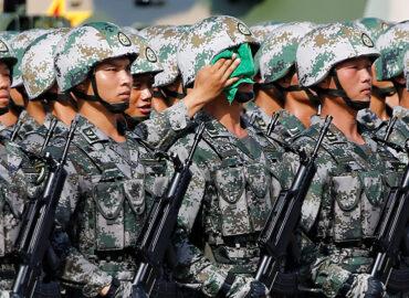Китай одягає бійців в бронежилети