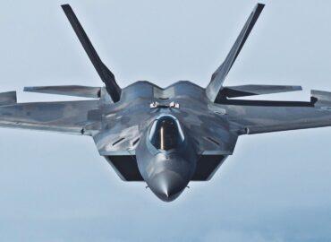 Уповільнене відео з маневруванням F-22 буквально заворожує