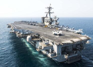 ВМС США поставили авіаносець на карантин