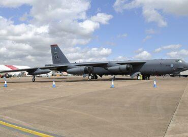 B-52 і нова ремоторизація