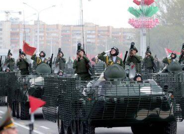 На параді в Мінську показали модернізований БТР-70МБ1