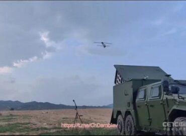 Китайці показали рій «безпілотників-камікадзе»